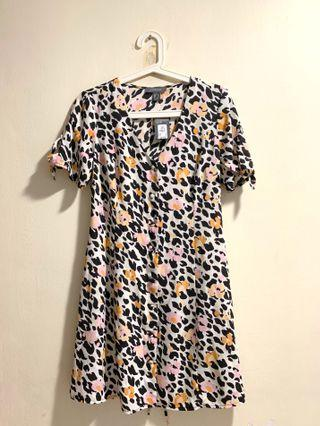 Brand new Primark tie-sleeves printed dress