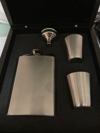Whisky flask set