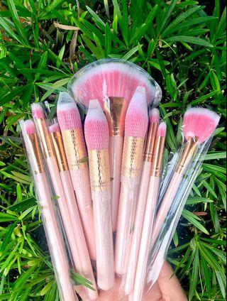 PINK FLAMINGO BRUSH SET