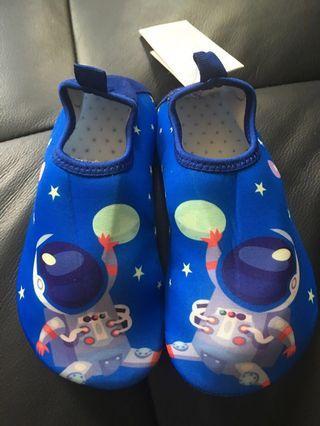 🚚 BNWT Swim / Beach /Aqua shoes for boys
