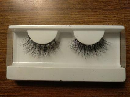 H07 Fluttery Lashes