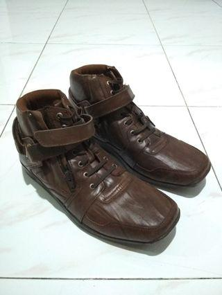 Sepatu Ginomariani