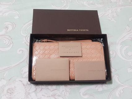 同款最便宜,BV 粉膚色 L型羊皮拉鍊長夾/皮夾,正品 BOTTEGA VENETA 日本專櫃入手