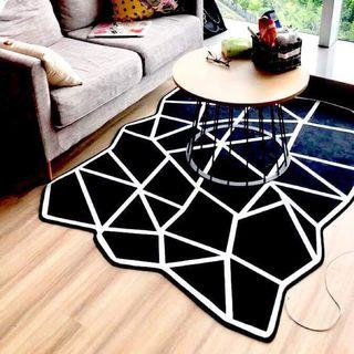 Lumier black and white rug