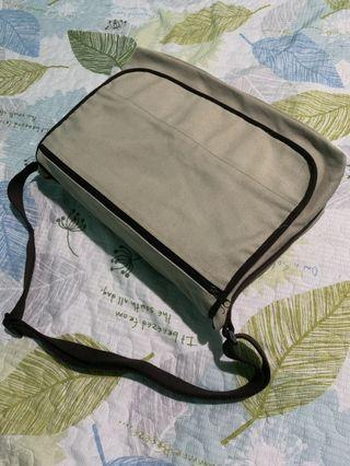 Messenger distress easy access bag