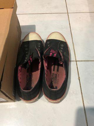 Sepatu North Star warna hitam