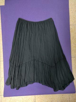 全新@素色經典黑抓皺飄逸氣質不規則裙襬長裙