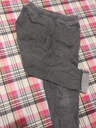 Celana size M or L