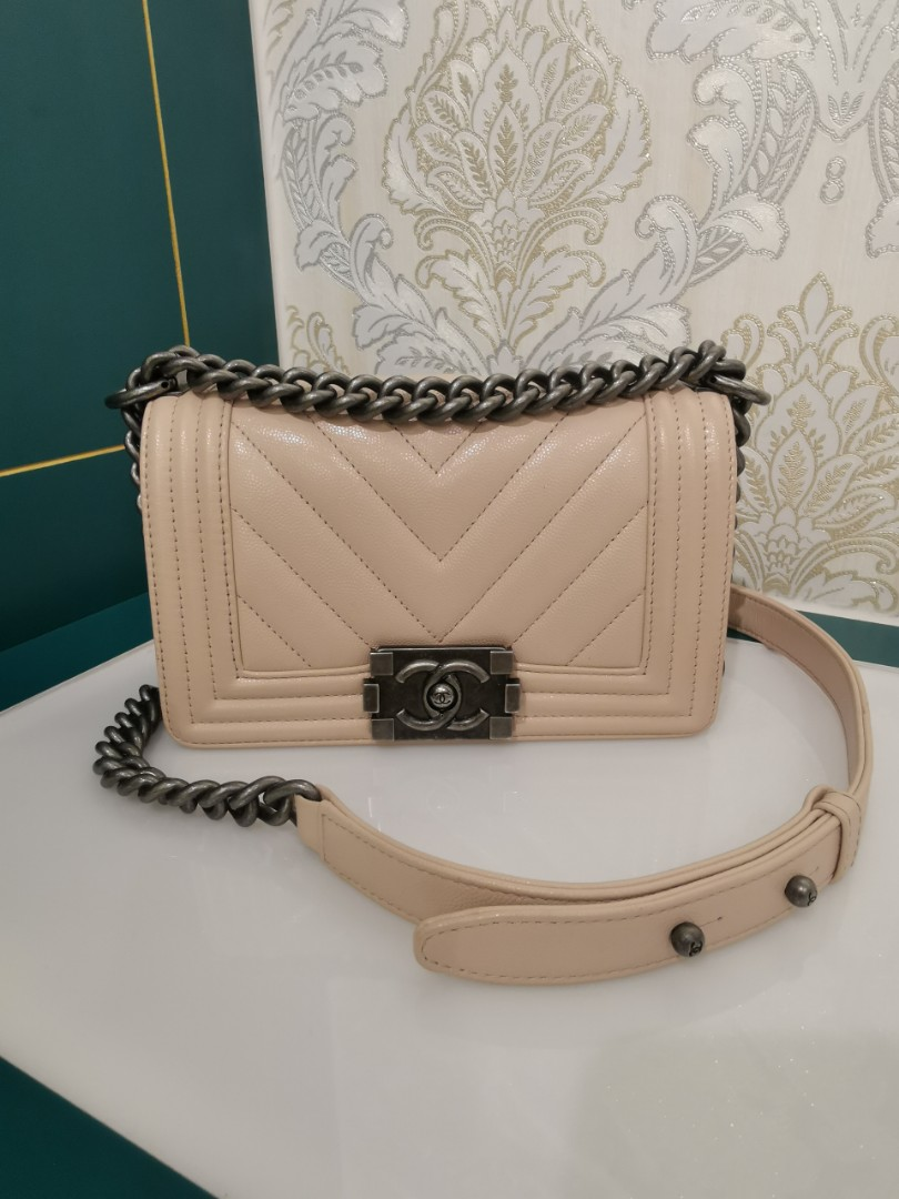 6b5056f448bdaa ❌RESERVED❌#24 Like New Chanel boy Chevron Small Cream/Pink Caviar with RHW,  Luxury, Bags & Wallets, Handbags on Carousell