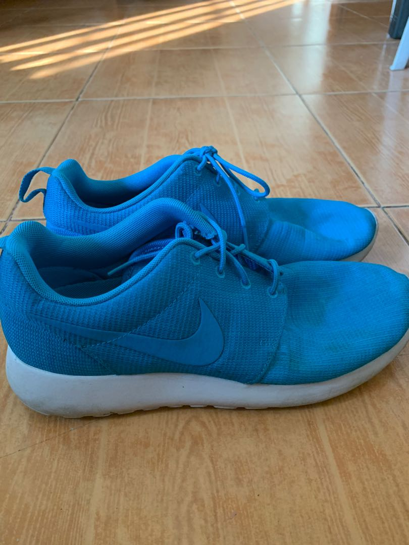 new style 2b437 524bb Authentic NIKE Electric Blue Roshe Runs, Men s Fashion, Footwear, Sneakers  on Carousell