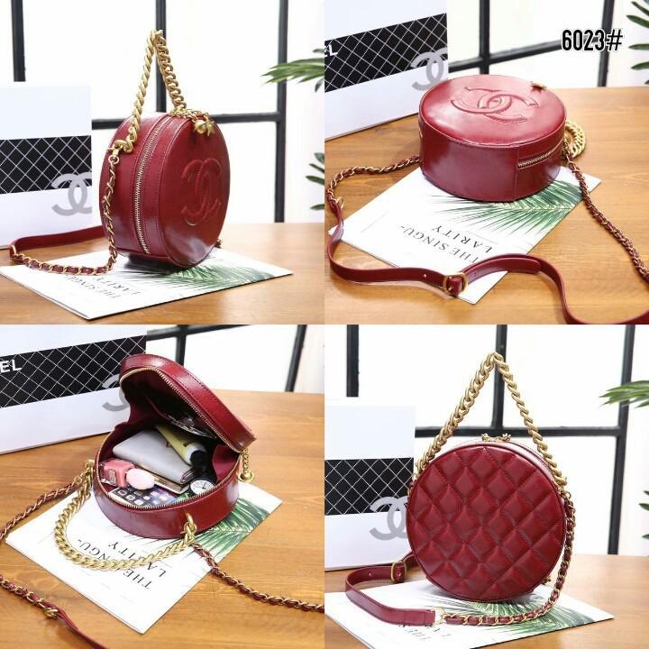 Chanel Round as Earth Bag 6023#  H 480rb  Bahan kulit (calfskin leather) Dalaman kain tebal Kwalitas High Premium AAA Tas uk 18x8x18cm Berat dengan box 0,9kg  Warna : -Black -Maroon Include Box Chanel