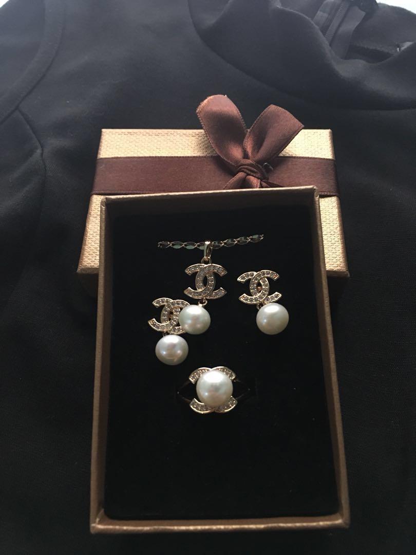 Freshwater pearls set