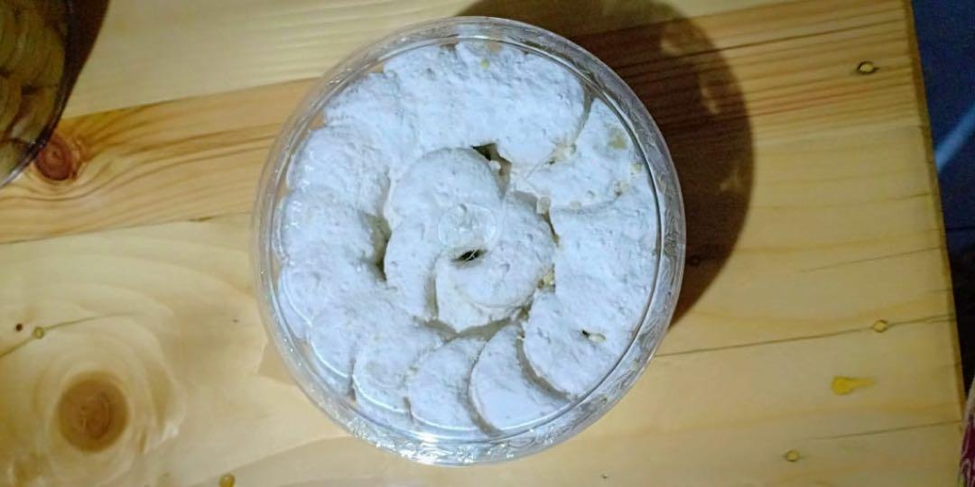 Kue Kering Putri Salju Food Drinks Baked Goods On Carousell