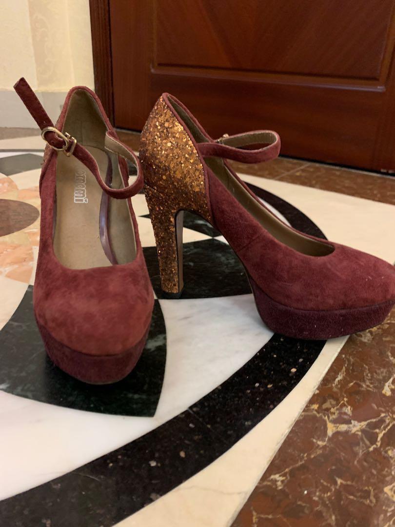 Momoni high heels size 34