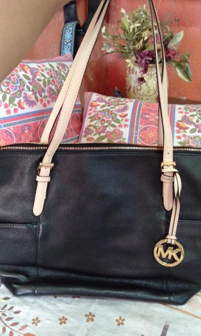 da8ebd39cbc1 Original MK bag on Carousell