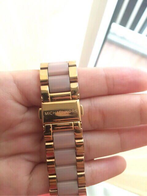 [Preloved] Michael Kors Access Bradshaw Rose Gold-Tone Smartwatch (MKT5013)