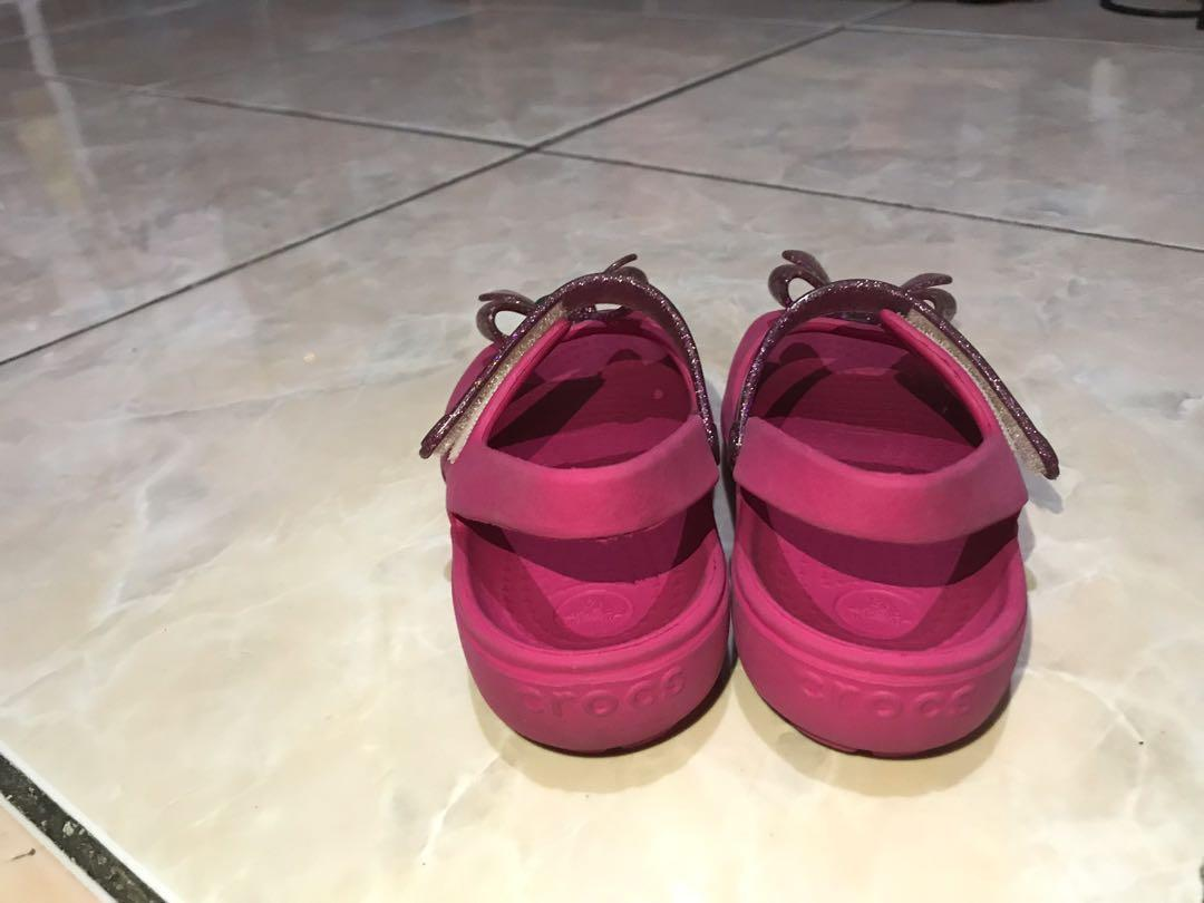 Toddler girl Crocs pink bow sandals