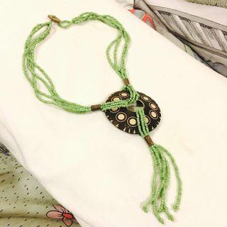 🚚 天然椰子殼,綠色串珠手工項鍊。民族風、夏日渡假風、大地色系