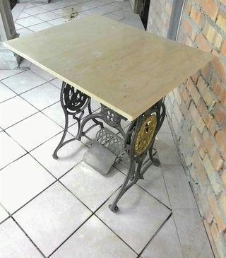 Antique sewing machine stand antik
