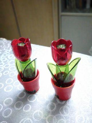 🚚 Tulip Salt and pepper shakers