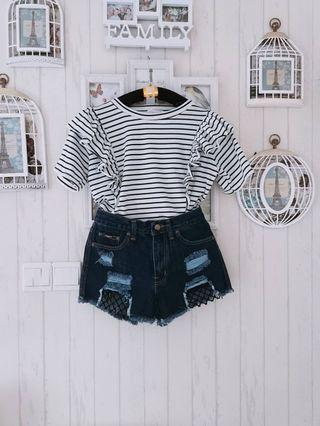 🚚 Side-ruffles top (in red stripes)