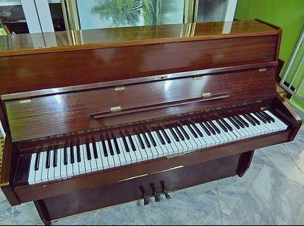 Kallmann Upright Piano