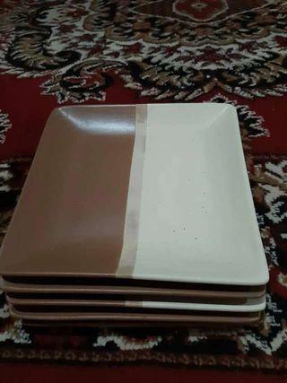 Piring keramik