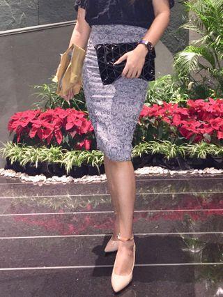 grey skirt (body con)