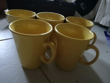 🚚 Yellow mugs