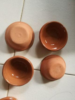 Earthenware small dishes