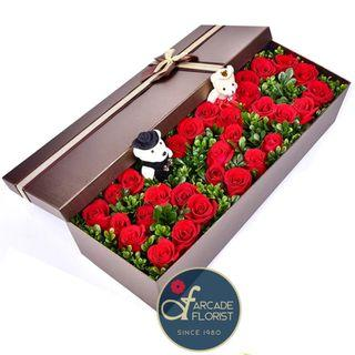 33 Stalks🌹🌹🌹Roses🌹🌹🌹shaped as *5 2 0*(我愛妳) in a Box (Fresh Flower Bouquet) | Rose Flower | Flower Bouquet | Flower | Flowers | Fresh Flower | Rose | Roses | Valentine's Day | 情人节亻