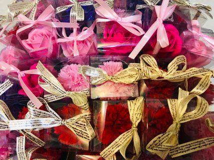彰化市面交 康乃馨 玫瑰花母親  香皂花 精裝版