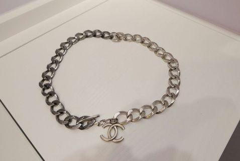 Chanel metal chain belt (street style)