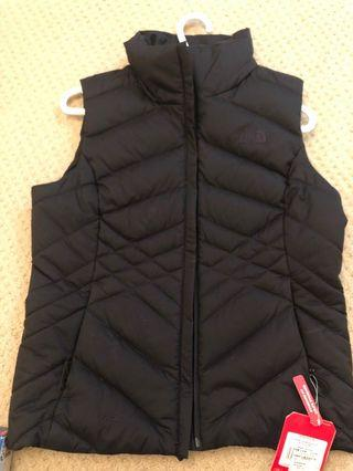 Standard fit NORTH FACE vest with tag