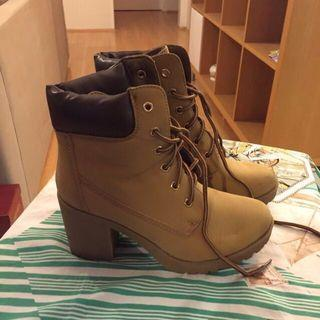 AU7 Brown High Heeled Timberland Style Boots