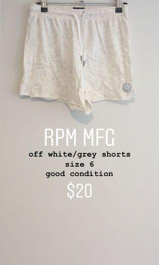 RPM MFG off white short