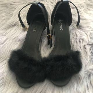 AU 7 Black feather high heels