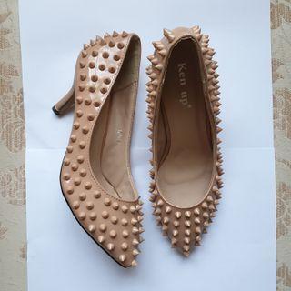 Studded heels sepatu