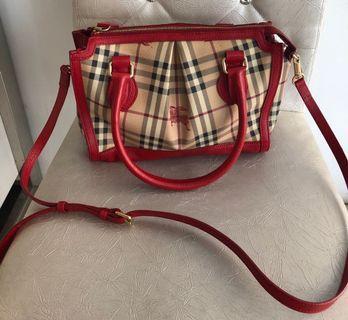 二手真品【Burberry 】英廠紅色戰馬菱格紋PVC肩背斜背手提包