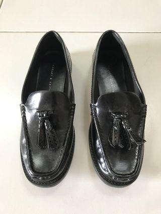 🚚 Black Loafers