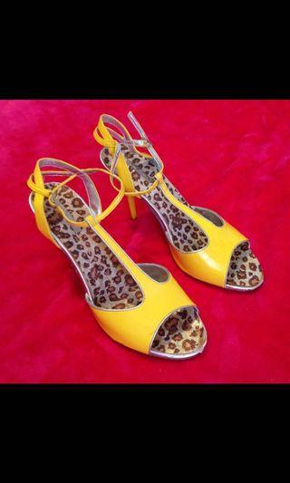 Banana yellow heels