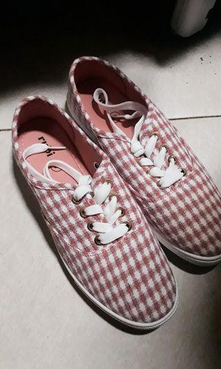 Sepatu Sneakers Rubi