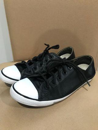 Converse black leather size 37