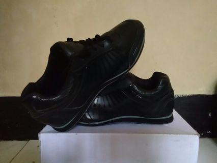 Sepatu kets Sport Black