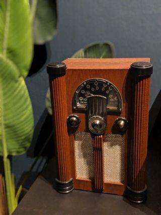 🚚 Decorative Vintage Radio