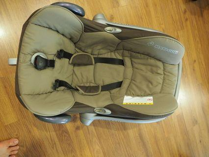 Maxi-cosi Car seat with 2 covers and Cabrio Fix