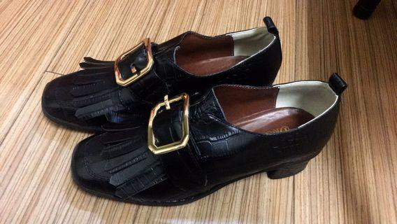 🚚 Dresseum 方釦鞋