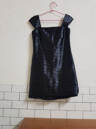 🚚 iroo黑色緞面小禮服