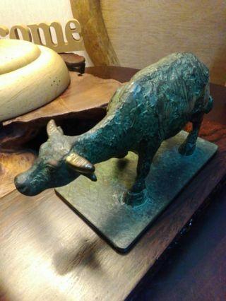 收藏品。青銅牛。(名家德)