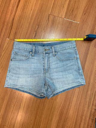 Uniqlo Low Waisted Denim Shorts (XS/S) #GayaRaya